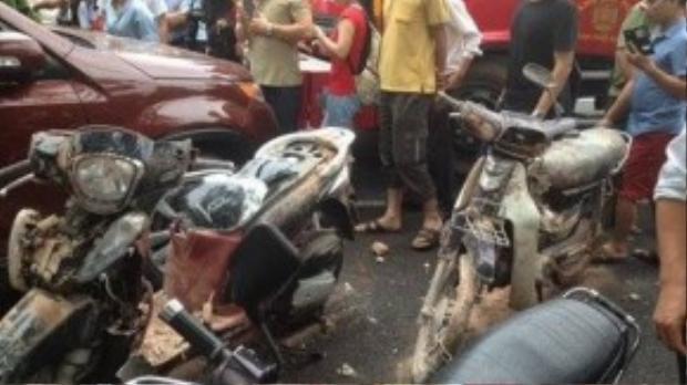 Nhiều xe máy bị hư hỏng nặng