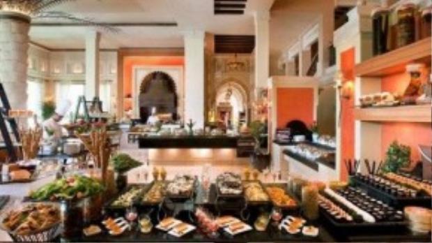 Bữa sáng muộn ở Madinat Jumeirah có nhiều món ăn độc đáo cho du khách lựa chọn.