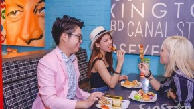 Đức Phúc - Tố Ny - Yến Lê vui vẻ ăn uống cùng nhau. Có thể thấy, sân chơi Giọng hát Việt không chỉ tìm ra được những gương mặt tài năng cho âm nhạc mà còn là nơi để kết nối tình cảm của các thí sinh khi khi tham gia vào chương trình.