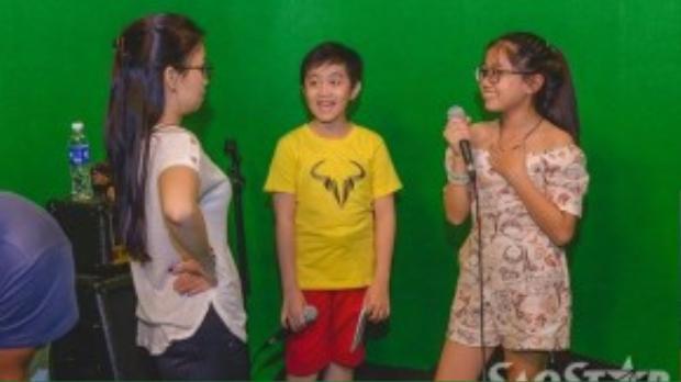Cẩm Ly hết sức quan tâm đến từng nốt nhạc trong giọng hát của hai học trò.