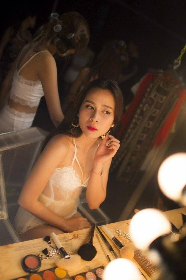 Lưu Hương Giang hở bạo với nội y trong MV mới