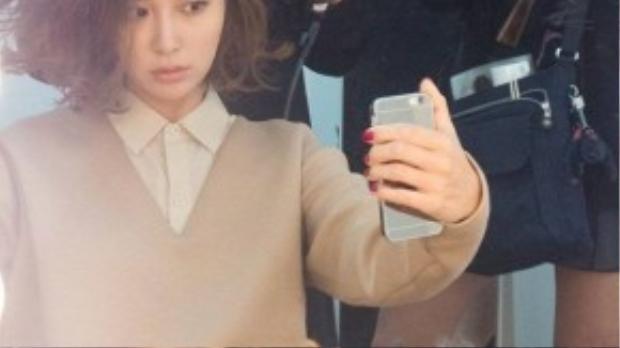 """Làm vợ của một tài tử đình đám, Lee Min Jung vô tình được chú ý khi scandal tình ái kiện cáo của chồng với 2 kiều nữ trẻ nổ ra vào năm ngoái. Công chúng Hàn và báo giới gọi Lee Min Jung là """"người vợ đáng thương"""" bởi thời điểm scandal diễn ra cũng là lúc cô mang thai đứa con đầu lòng."""