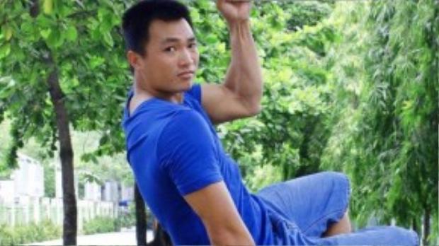 """Dù công việc bận rộn đến mấy, """"kỷ lục gia"""" Phan Thanh Nhiên vẫn luôn chú ý rèn luyện thể lực bằng các bài tập tay với dụng cụ, hít xà đơn, đi thang bộ… Ở tuổi 30, anh vẫnkhông ngừng tìm kiếm và chinh phục những kỷ lục mới để chứng minh khả năngcon người là không có giới hạn."""