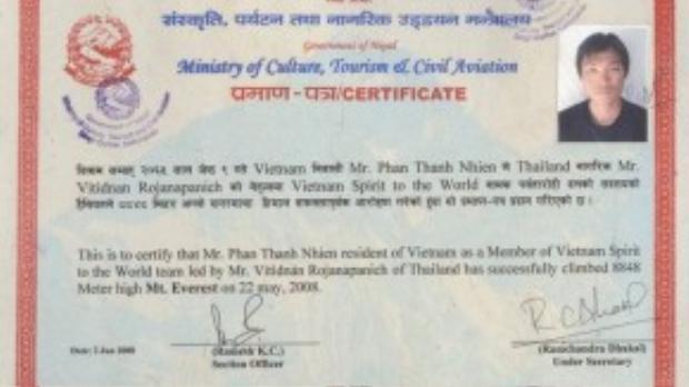 Giấy chứng nhận chinh phục thành công đỉnh Everest của Phan Thanh Nhiên do Bộ Văn hóa, Du lịch và Hàng không dân dụng của chính phủ Nepal cấp. Tên của anh cũng được cập nhật trên website Everestsummiteersassociation.org