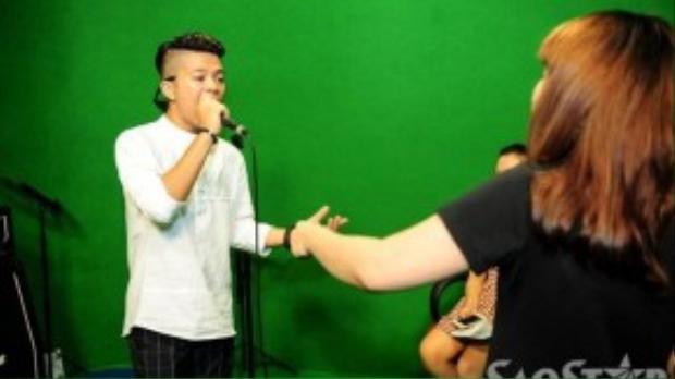 Quang Anh cũng khiến Lưu Thiên Hương bất ngờ vì sự trưởng thành vượt bậc trong âm nhạc của mình.