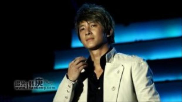Cựu thành viên Hangeng của nhóm Super Junior từng tá hỏa khi nhận được một món quà của fan. Người này gửi món quà là một hộp bánh qua tay nhân viên, khi Hangeng mở ra, bên trong hộp là máu, một con dao, một bức ảnh Hangeng bị rạch tơi tả. Chiếc bánh được xác nhận có chứa chất độc dạng bột.