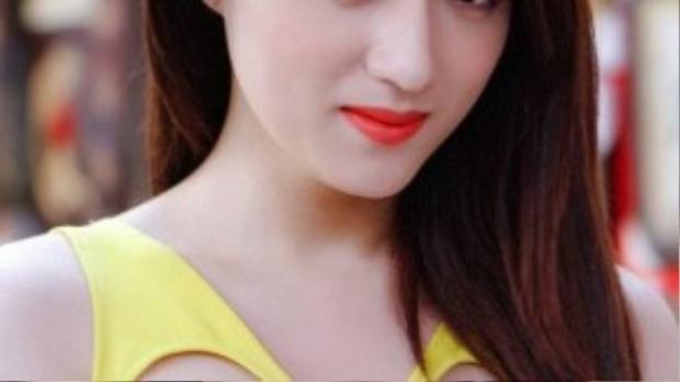 Thời điểm hoạt động nghệ thuật chuyên nghiệp, Hương Giang đã biết chăm sóc cơ thể, vóc dáng và hoàn thiện bản thân mình hơn với gương mặt thon gọn, nước da trắng sáng hơn.