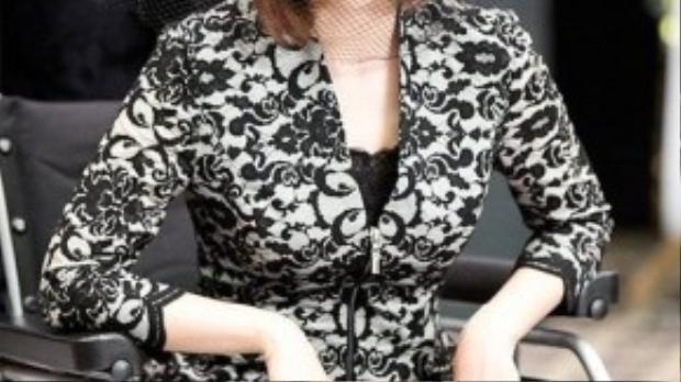 Tập 12 đánh dấu sự thay đổi toàn diện của Yeo Jin từ ngoại hình đến tính cách. Không còn là cô tiểu thư yếu đuối ngày xưa, cô đã trở lại với một hình ảnh hoàn toàn khác biệt: Quý cô quyền lực. Mái tóc được cắt ngắn cá tính là dấu hiệu rõ ràng nhất cho màn lột xác của cô.