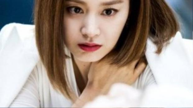 Từ tập 13 trở về sau, Yeo Jin giữ vững phong thái của một quý cô sang chảnh. Đáng nói hơn, cô còn ngày càng trở nên độc ác. Ánh mắt sắc lạnh và thái độ dứt khoát khi xử lý kẻ thù của cô làm cho khán giả phát hoảng.