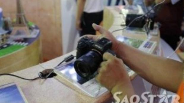 Tận tay trải nghiệm chiếc máy ảnh Sony A7R II.