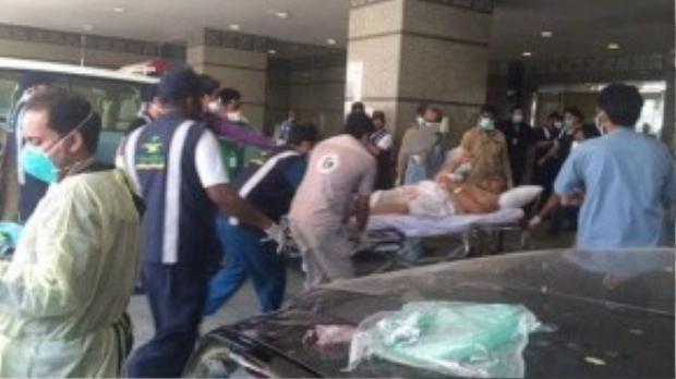 Nạn nhân được đưa đến bệnh viện. (Ảnh: Xinhua)