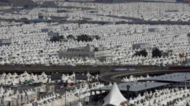 Quang cảnh từ khu lều trại ở Mina, cách thánh địa Mecca vào ngày 24/9. Đây được cho là nơi phát sự hỗn loạn. (Ảnh: REUTERS/Ahmad Masood)