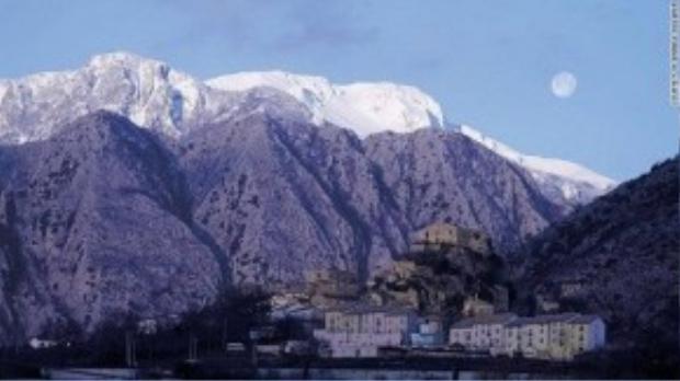 Molise sở hữu những khung hình tuyệt đẹp cùng đường bờ biển Adriatic với những bãi biển nguyên sơ và ngọn núi Apennine cao 2.000 m.