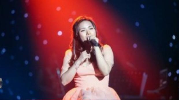 Ca sĩ Thùy Chi khoe giọng hát trong trẻo, đầy tình cảm qua sáng tác Lon ton ơi, lon ton à của tác giả Hà Quang Minh.