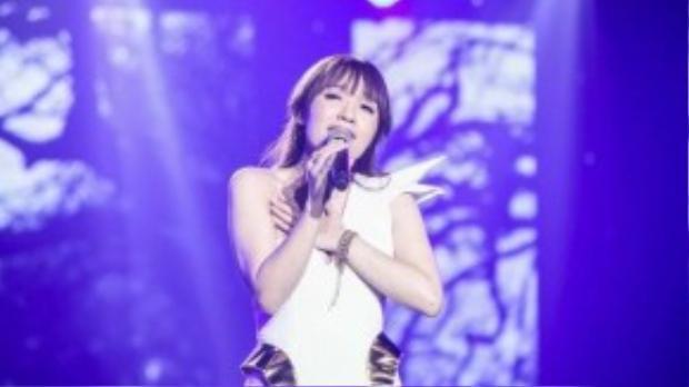 Tối thứ 6 (25/9), chương trình Bài hát Việt tháng 9 đã diễn ra liveshow 5 tại Trung tâm hội nghị Queen Hall, TP HCM.