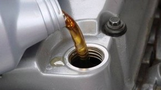 Thay nhớt là điều kiện tiên quyết giúp đảm bảo hoạt động của xe.