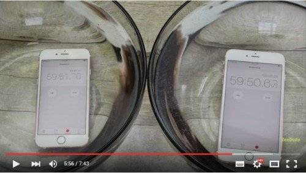 iPhone mới vẫn hoạt động tốt sau gần 1 tiếng tắm nước