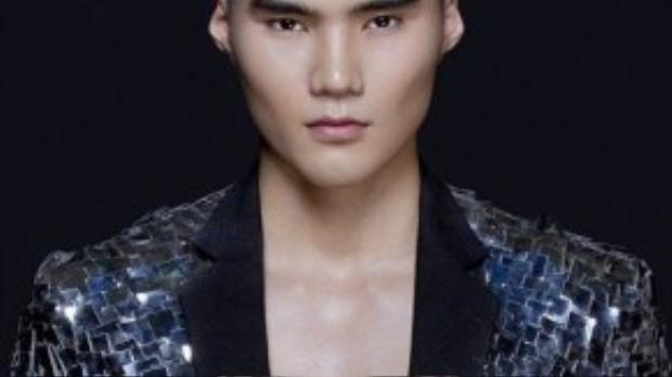 Gương mặt lạnh lùng và nam tính của anh chàng luôn được nhiều nhà thiết kế thời trang chú ý.