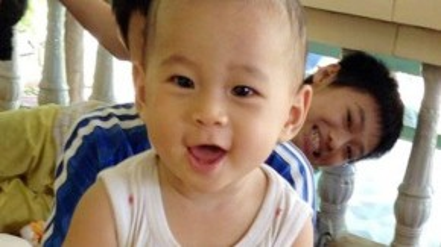 Bé Huy khi ở tại nhà ông bà ngoại. Ảnh: Nguyễn Quanh.