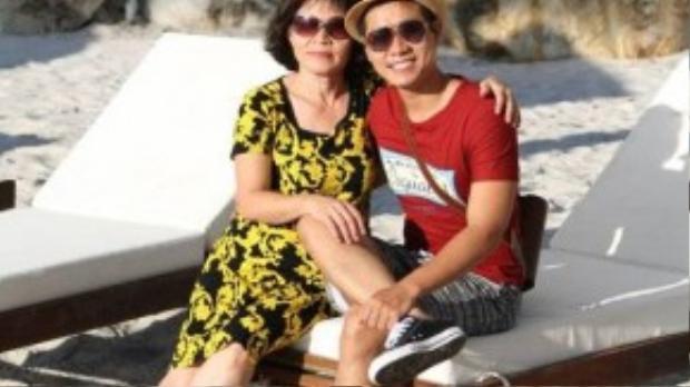 Nguyên Khang và mẹ.