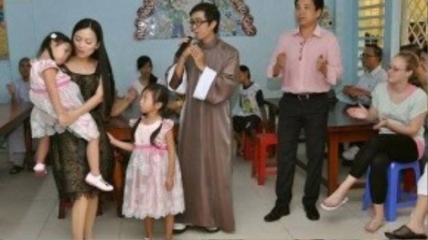 Hà Phương về nước làm từ thiện.