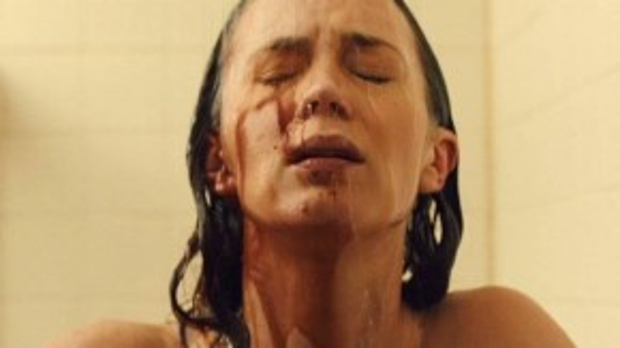 Emily Blunt trong một phân cảnh của Sicario.