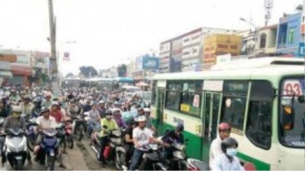 Đường Nguyễn Oanh hướng đi Gò Vấp bị ùn tắc kéo dài - Ảnh: Q.Khải.