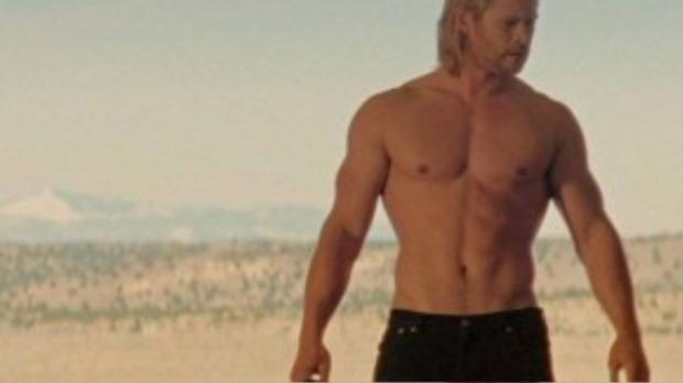 Mãi đến lúc gia nhập vào Vũ trụ điện ảnh Marvel (2011), tên tuổi của Chris Hemsworth mới gắn liền với hình tượng Thor. Anh bắt đầu luyện tập nhiều hơn để sở hữu một thân hình đẹp như một vị thần trong truyền thuyết Bắc Âu.