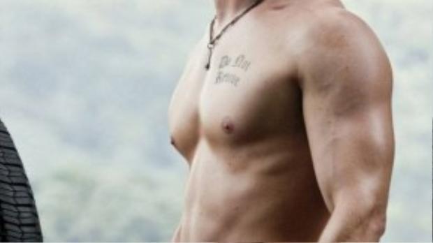 Sau khi đến Hollywood, Chris Hemsworth nhận được một vai nhỏ trong bộ phim kinh dị A Perfect Getaway.