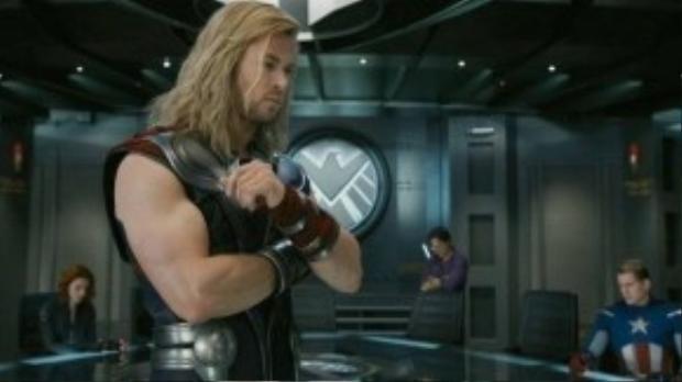Mặc giáp hay cởi trần, cơ thể của Thor vẫn nổi bật qua những đường nét rắn rỏi và mạnh mẽ.