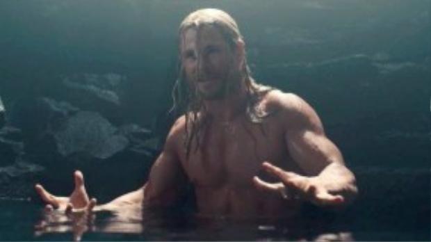Avengers: Age of Ultron có nhiều cảnh bị cắt so với phiên bản được trình chiếu ở rạp. Đó là đoạn Thor gặp người Norns do chịu ảnh hưởng phép thuật của Scarlet Witch. Xuất hiện tại một hang động huyền bí, anh gặp vị thần Na Uy, ông tiên đoán Thor sẽ bước xuống hồ và bị người Norns thao túng tâm trí.