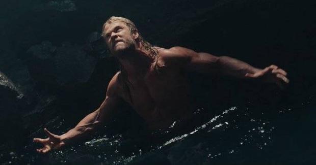 Những lần khoe thân đốt cháy màn ảnh của Chris Hemsworth