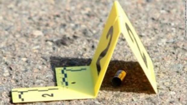 Hiện trường đầu đạn từ khẩu súng do thủ phạm sử dụng. Hiện cảnh sát đã loại trừ nguyên nhân khủng bố và chủ yếu nghiêng về giả thuyết bạo lực súng đạn khiến tên sát nhân xả súng vào các nạn nhân vô tội.