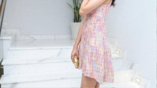 Hoa hậu Việt Nam 2008 nổi bật trong buổi tiệc nhờ vóc dáng chuẩn và chiều cao 1,84 m.