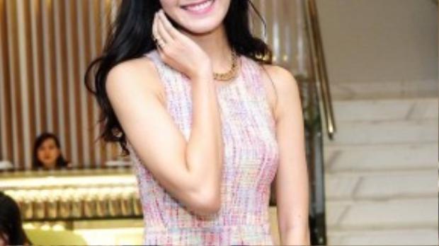 Thời gian qua, người đẹp gốc Đà Nẵng liên tiếp ngồi nghế nóng ở các cuộc thi sắc đẹp uy tín trong nước như Hoa khôi Áo dài Việt Nam 2015, Hoa hậu Hoàn vũ 2015… Trước đó, cô cũng giữ vai trò tương tự ở cuộc thi Hoa hậu Việt Nam 2012.