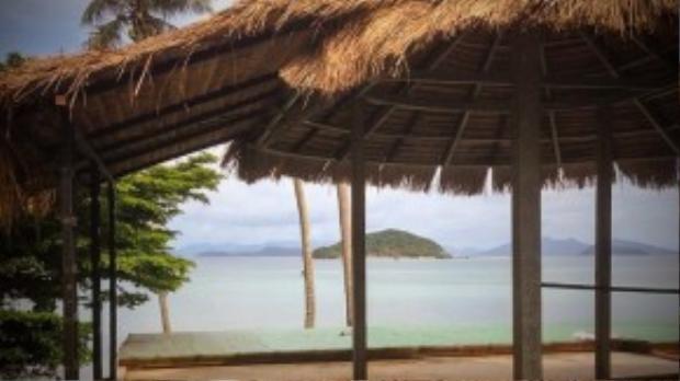 Koh Mak nằm cách biệt với các đảo khác, thậm chí xa hơn sự tưởng tượng của bạn. Nơi đây mangtriết lí phật Giáo nhẹ nhàng, đơn giản, phong cảnh ngoạn mục, thức ăn tươi ngon. Du khách có thể tự thuê xe đạp từ khu nghỉ dưỡng và tự khám phá đảo. Nếu không muốn đi bằng đường bộ, bạn có thể thuê thuyền kayak và dùng mái chèo để đến đảo nhỏ Koh Kham.