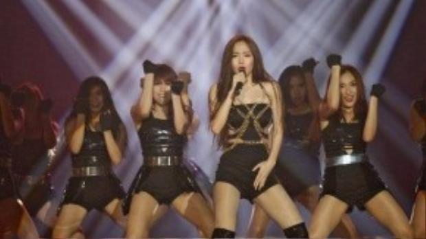 Minh Hằng hướng đến hình ảnh của cô ca sĩ đa năng, vừa hát hay, vừa nhảy giỏi.