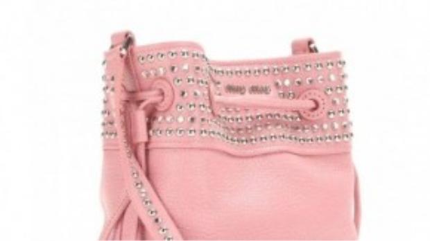 Bucket bags màu hồng cho cô nàng điệu đà.