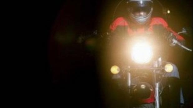 Đèn ở chế độ pha làm chói mắt người đi ngược chiều khi tới gần.