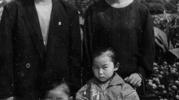 Gia đình Yeonmi sống trong 1 ngôi nhà cấp 4 dột nát, bữa ăn hàng ngày là 1 bịch khoai tây đông lạnh, hoa, cào cào, châu chấu.