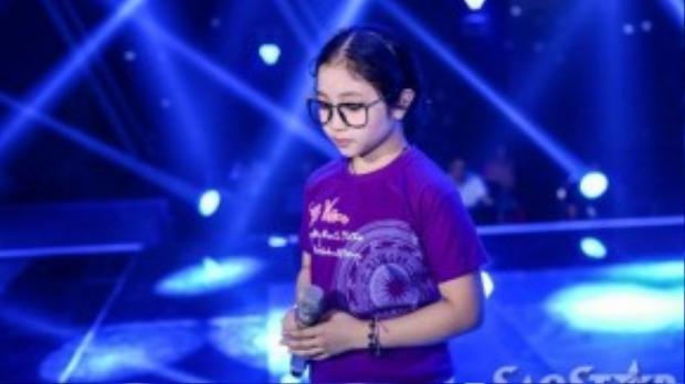 Hồng Minh là thí sinh thứ hai của đội Hồ Hoài Anh - Lưu Hương Giang. Cô bé đang được mọi người kỳ vọng rất nhiều vào cuộc thi năm nay. Trong buổi tập luyện Hồng Minh hơi lo lắng cho phần thi của mình.