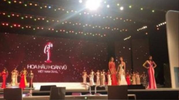 Phạm Hương bất ngờ được chọn là Hoa hậu giả định trong buổi tổng duyệt sáng nay (ảnh cư dân mạng)