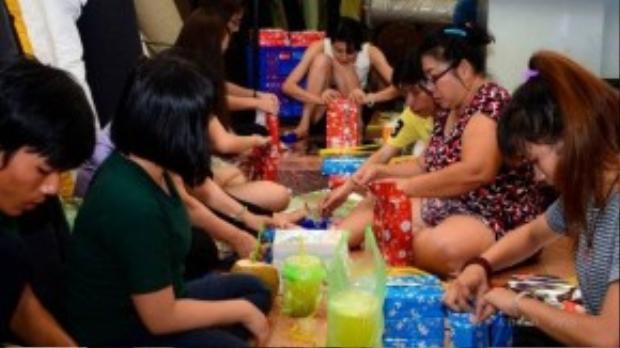 """""""Làm từ thiện không chỉ cần một tấm lòng nhân ái mà còn phải có trách nhiệm và kỷ luật với công việc của mình"""" - Nguyễn Thanh (23 tuổi) chia sẻ."""