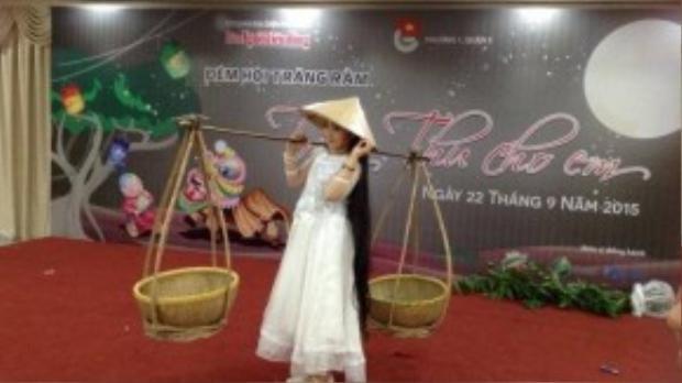 Mới đây, khi tham gia vào Giọng hát Việt nhí, Hồng Minh có cơ hội được tham gia chương trình Đêm hội trăng rằm được tổ chức tại TP HCM.
