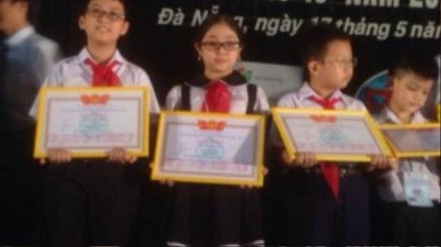Là gương mặt tiêu biểu cho các chương trình văn nghệ tại trường học, Hồng Minh còn nhận được rất nhiều tình cảm của thầy cô và bạn bè trong trường.