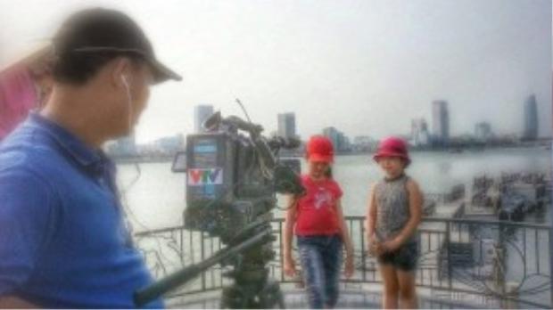 Ngay từ khi còn nhỏ Hồng Minh đã xuất hiện tại các chương trình văn nghệ của các đài truyền hình lớn nhất Việt Nam.