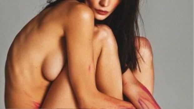 """Người mẫu nội y gầy gò Donna Feldnman cũng xuất hiện trong bộ ảnh mang thông điệp """"Phụ nữ, hãy yêu bản thân mình""""."""