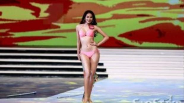 Á hậu Thể thao Thế giới 2014 khoe số đo ba vòng 78-63-93, chiều cao 1,74m và cân nặng 52 kg trong trang phục bikini.