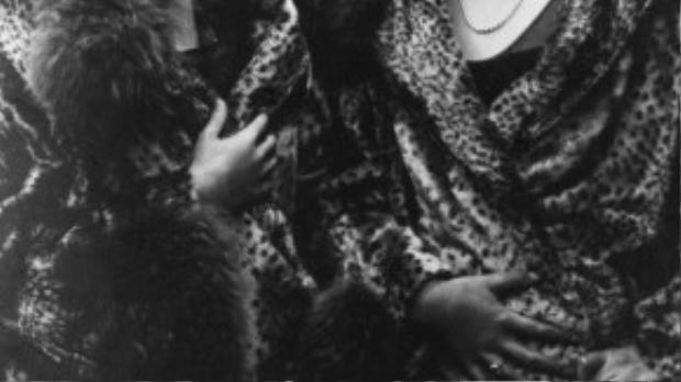 """Những chiếc áo choàng lông in họa tiết da báo đã trở thành """"mốt"""" trong giới quý tộc từ thập niên 20 của thế kỉ trước."""