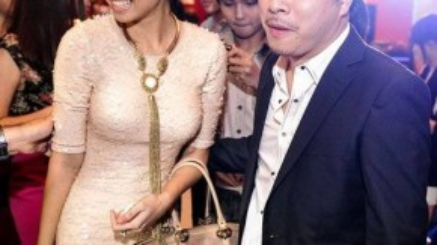 Ngọc Diệp e thẹn khi xuất hiện cùng Victor Vũ trong buổi ra mắt phim Scandal - Hào quang trở lại thời điểm tháng 8/2014. Cô chính làngười biên tập cho cuốn sách Hào quang - The Art of Scandal.